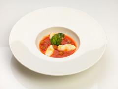 Zuppetta di pomodoro con gnocchetti di ricotta di bufala ed emulsione di basilico - ricetta di Antonio Vianello