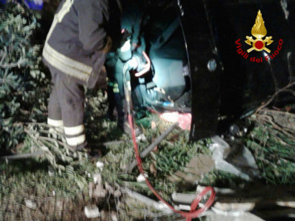 Incidente stradale in via Plinio: auto ribaltata, conducente in ospedale