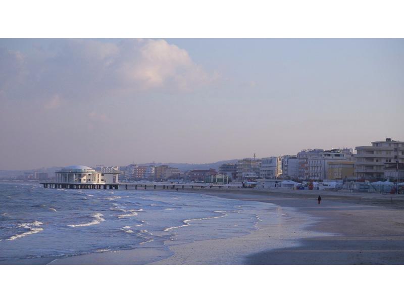 Senigallia: la spiaggia e la Rotonda a Mare