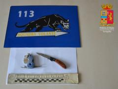 Coltelli e strumenti atti a offendere sequestrati dalla Polizia