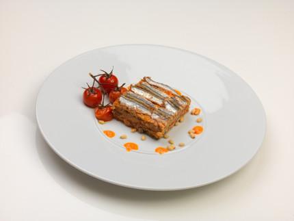 Millefoglie di sardoncini e rostì di patate con pesto di pomodoro - ricetta di Michele Sabbatini