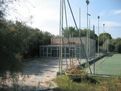 Impianto sportivo del Ponte Rosso in abbandono