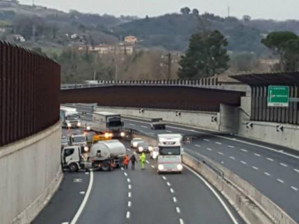 incidente sull'A14 nei pressi dell'uscita per Senigallia