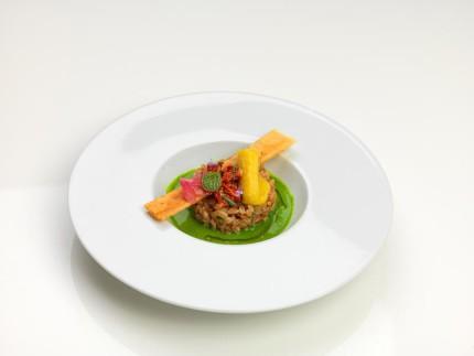 Farro mantecato all'olio extravergine di oliva, con emulsione di extravergine e parmigiano su crema di broccoli - ricetta di Massimo Biagiali