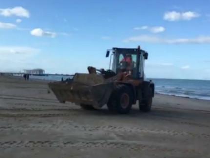 Lavori pulizia spiaggia