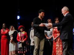 Mohamed Malih premia Mario Vichi per l'impegno per l'integrazione
