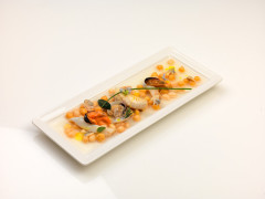 Zuppa di legumi maceratesi con brodo di mazzola, mosciolo di Portonovo, vongola lupino e cannolicchio con olio EVO monovarietale di Mignola - ricetta di Luca Facchini
