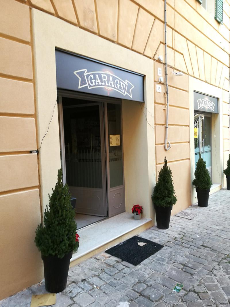 Garage by pizzeria Aculmò, in via Armellini 55 a Senigallia