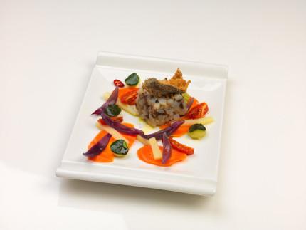 Tartare di baccalà con pomodori confit e verdure al vapore - ricetta di Mauro Mengucci