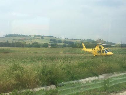 Incidente a Ciarnin di Senigallia, coinvolto ciclista, eliambulanza sul posto