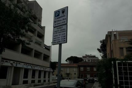 Parcheggi, parcheggi a pagamento, strisce blu