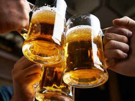 Birra, brindisi