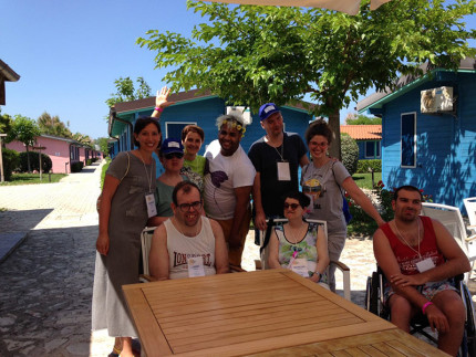 Utenti del Centro Diurno Il Casolare alla settimana al mare con il 14° Rotary Campus Marche