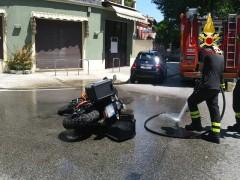 Incidente tra auto e moto tra via Mercantini e via IV Novembre