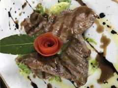 Filetto di maiale affumicato con riduzione ed emulsione di aceto balsamico - ricetta di Matteo Fava