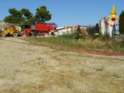 incendio in un campo a Montemarciano