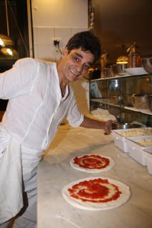 Michele Ercole in pizzeria al suo ristorante Al Vicoletto di Senigallia - foto Tiffi