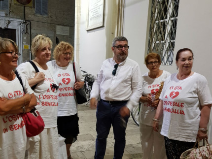 Alcuni memcri del Comitato Difesa Ospedale Senigallia
