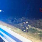 Incidente in A-14: auto ribaltata nella scarpata