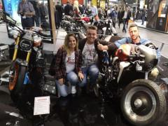 """Hana Richtrova, Matteo Latini e Stefano Ferretti a Eicma 2018 con la loro moto """"Rocket"""""""