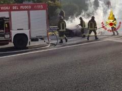 Incendio auto in A14