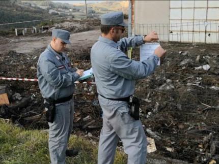 Combustione di rifiuti speciali: otto denunciati
