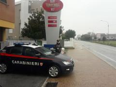 Carabinieri di fronte a una sala slot di Senigallia