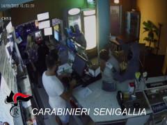 Rapine nelle sale slot di Senigallia - Immagini della videosorveglianza