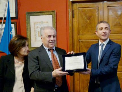 Targa a Giorgio Pierantoni per i 50 anni di attività