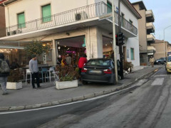 Incidente all'incrocio tra via Rossini, via Montenero e ponte Garibaldi