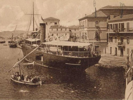 Nave in arrivo al porto di Senigallia nell'800