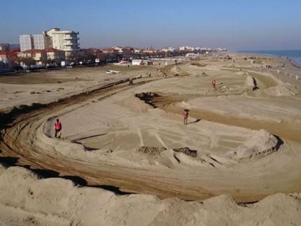 Piste da motocross in spiaggia sul lungomare Mameli di Senigallia - Foto Daniele Manocchi