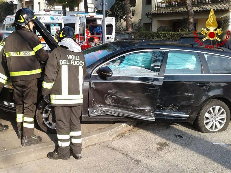 Incidente all'incrocio tra via Pierelli e via del Molinello