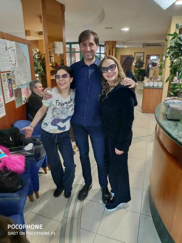 Andrea Brunetti dell'Albergo Bice con Naike Rivelli e Ornella Muti