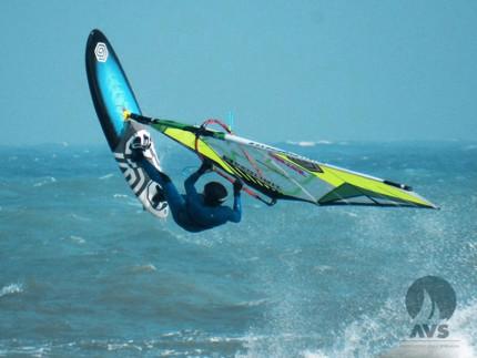 Eugenio Marconi impegnato nel freestyle sul suo windsurf