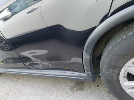 Danni all'auto parcheggiata in zona Saline