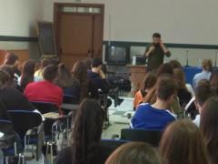 """Matteo Colombo coinvolge gli studenti nell'impresa della traduzione de """"II giovane Holden"""""""