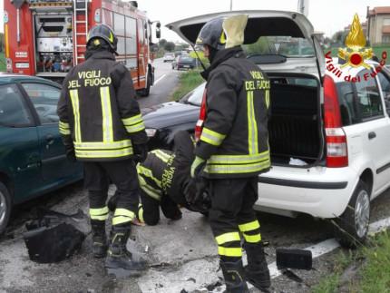 Incidente tra tre vetture a Borgo Catena