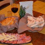 Crescia affettati, formaggi, taglieri de La Cresciamia di Senigallia