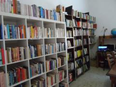 Biblioteca Sociale alla Cesanella, scaffali pieni di libri