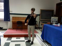 Al Liceo Classico Perticari il giovane violinista e attore Leonardo Mazzarotto