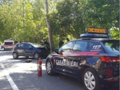 Auto contro un albero: incidente in via Capanna