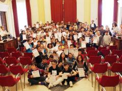 Associazione Cuore di Velluto: premiati in comune gli alunni delle elementari Pascoli e Leopardi