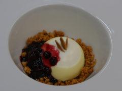 Bavarese al cheesecake con mandorle e frutti rossi - Ricetta ristorante La DegOsteria