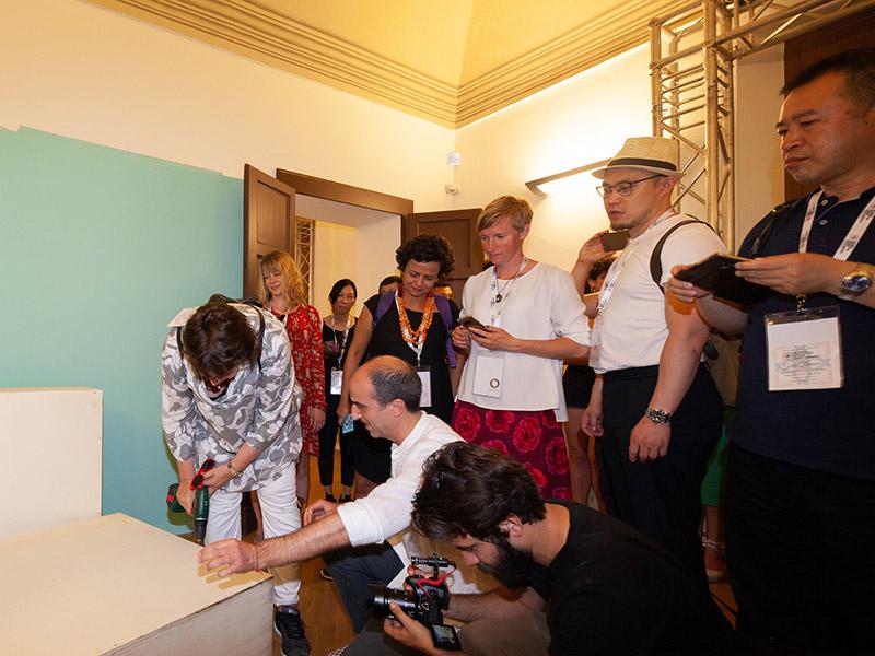 Apertura opere per la mostra per il ventennale del Summer Jamboree insieme a delegati Unesco