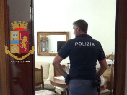 Perquisizione della Polizia in casa del 46enne arrestato