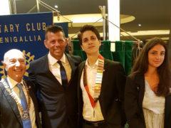 Luigi Verdini (terzo da sx) nuovo presidente Rotaract Senigallia