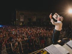 Piazza gremita per il Summer Jamboree - foto Beatrice Perticaroli