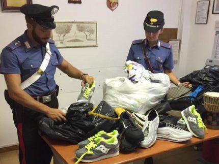 Merce sequestrata dai Carabinieri ai venditori abusivi