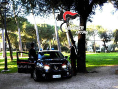 Gazzella e pattuglia Carabinieri